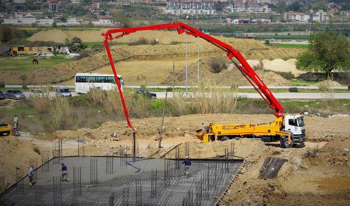 this image shows fremont california concrete line pump crane